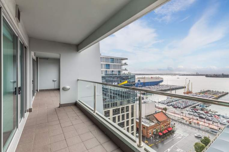Harbourside apartment in Auckland's Central Business ...